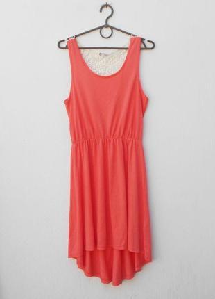 Летнее трикотажное платье с кружевной спинкой