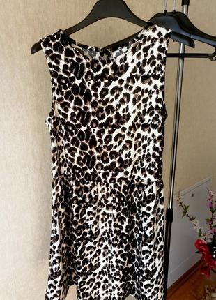 Женское короткое платье с отрезной юбкой