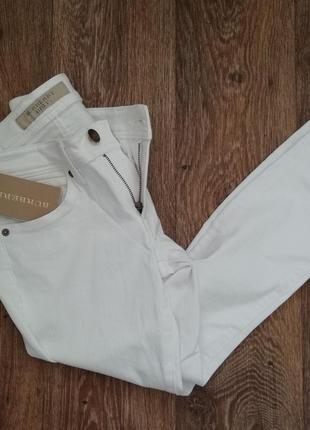 Белые джинсы, штаны burberry с биркой и цеником привезла из германии