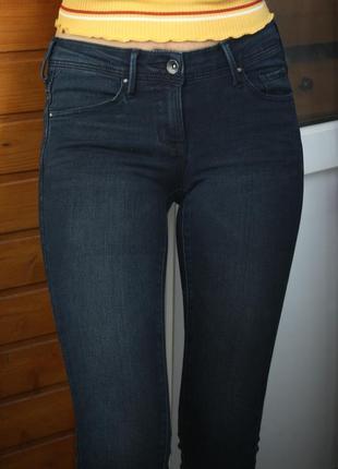 Базовые плотные узкие джинсы mango