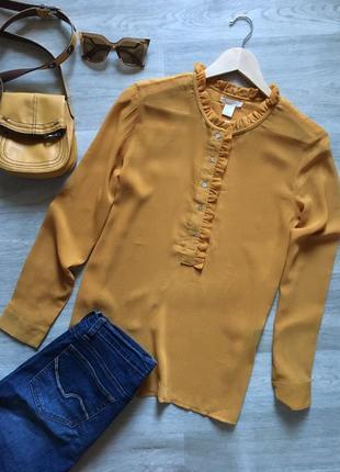 Стильная блуза с рюшей на воротнике