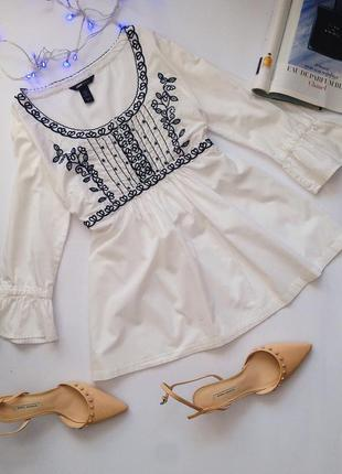 Красивая блуза для беременных с вышивкой и воланами