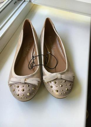 Нарядные золотистого цвета туфельки - балетки низкий каблук ( beautiful )