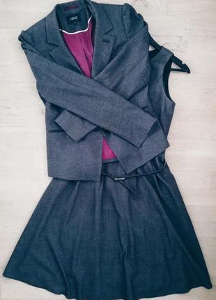 Классический костюм платье, пиджак и пояс