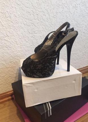 Босоножки , туфли на шпильке