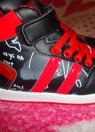 Детские кроссовки - размер 31
