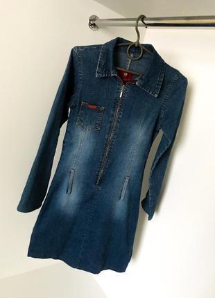 Облегающее синие джинсовое платье карман змейкой молнией на бюсте разрезы длинный рукав