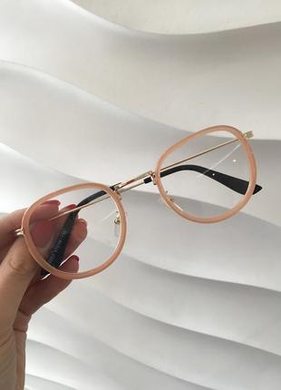 Стильные бежевые имиджевые очки