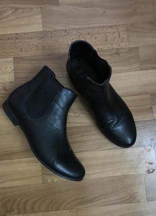 Чёрные демисезонные ботинки челси 39 размер