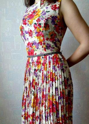Классное платье на лето с цветочным принтом разноцветное шифоновое с плиссировкой