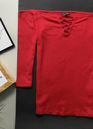 Шикарный красный гольф в рубчик с шнуровкой открытые плечи / красная кофта