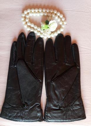 Новые женские перчатки из лайковой кожи с небольшим браком