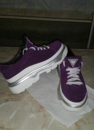 Замшевые кроссовки guess