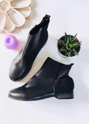 Демисезонные ботинки на низком ходу с резинкой сзади