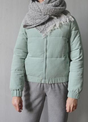 Мятный вельветовый короткий укороченный пуховик дутая куртка на синтепоне мятного цвета