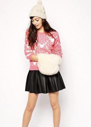 Красивый свитер с оленями