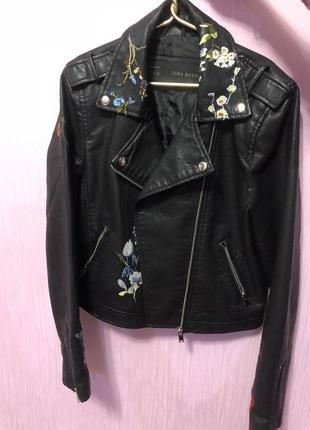 Куртка косуха кожаная zara с вышивкой