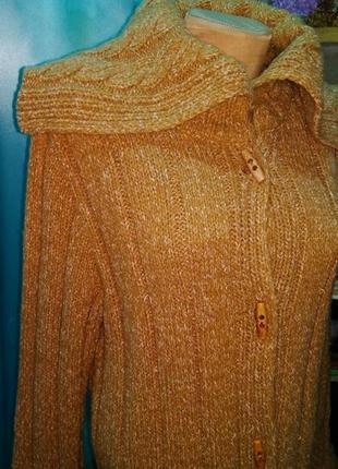 Вязаное теплое пальто песочного цвета