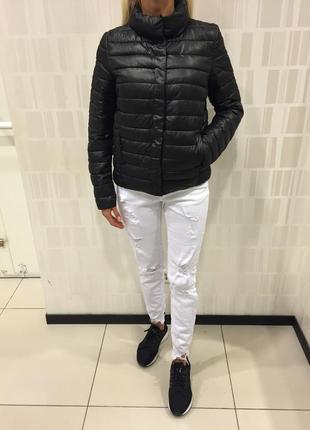 Стёганая чёрная куртка демисезонная курточка на синтепоне. amisu. размеры с и м.