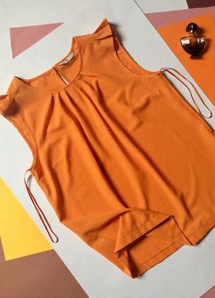 Нарядная блуза без рукавов оранжевая