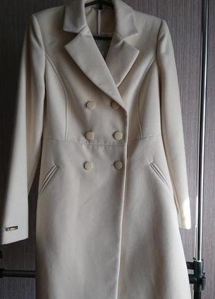 Новое кашемировое пальто молочного цвета nui very