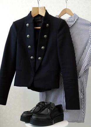 Стильный пиджак на пуговицах zara