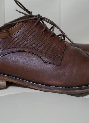 Кожаные коричневые мужские туфли на шнурках