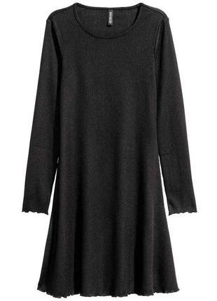 Чорна сукня а силуета