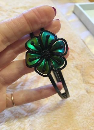 Обруч с зелёным цветком