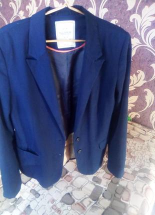 Темно синий пиджак