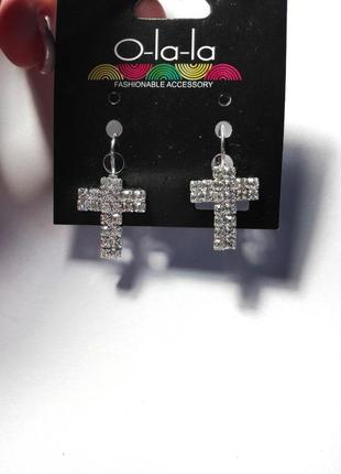 Сережки под серебро со стразами / бижутерия / кресты / крестики / бесплатно