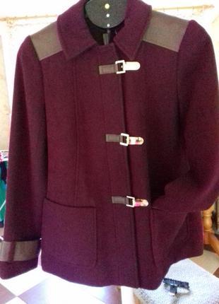 Красивое демисезонное пальто дафлкот