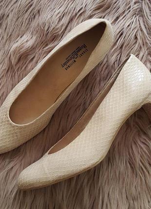 Туфли stuart weitzman,бежевые лодочки,бежевые туфли,туфли на каблуке,кожаные туфли