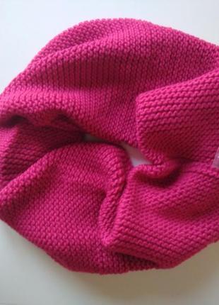 Красивый шарф-хомут, снуд малинового цвета