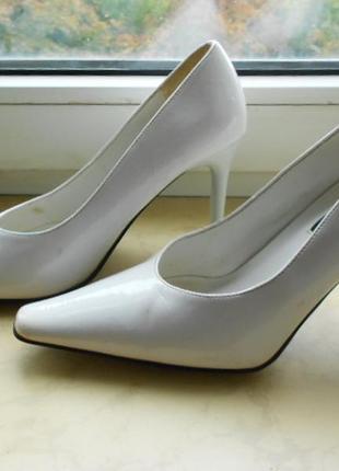 Свадебные  туфли, 38 размер, белые, лодочки, классические, лаковые