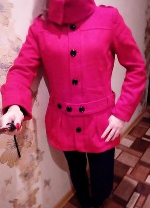 Красное пальто divided