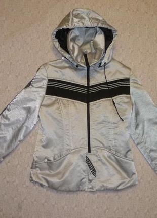 Теплая куртка демисезонная серебристая(металик)в хорошем состоянии