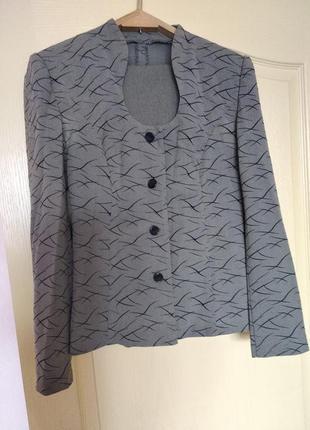 Продам женский пиджак.