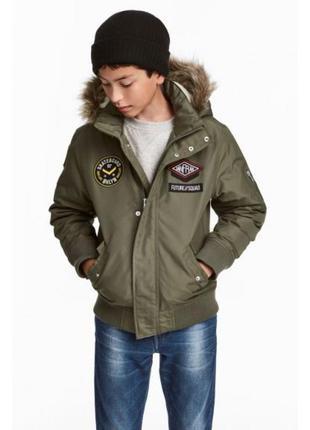 Оригинальная утепленная куртка-бомбер с капюшоном от бренда h&m разм. 164 (13-14 лет)