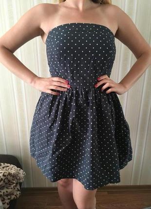 Платье с открытыми плечами colins