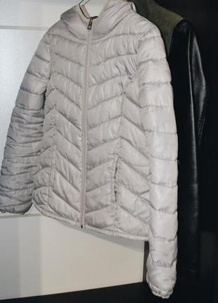 Серая курточка oodji