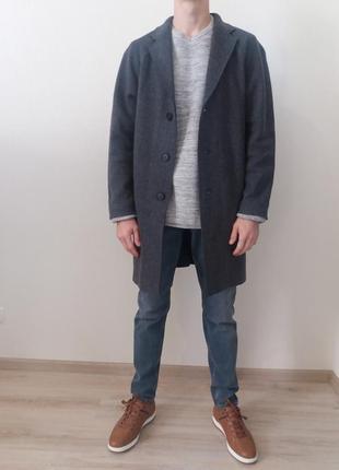 Серое  шерстяное  легкое пальто без  подкладки cos)  оригинал