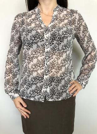 Блузка черно-белая с цветочным принтом
