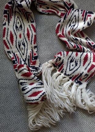 Уютный шарф. с арнаментом.