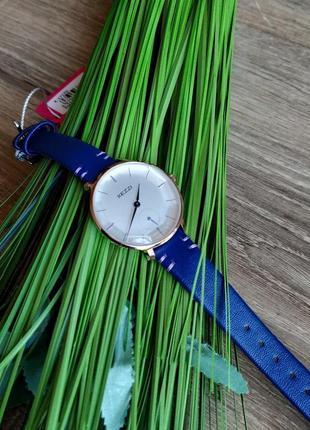 Женские наручные часы в потрясающем синем цвете! стекло граненное - в форме кристалла!