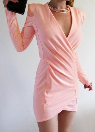 Missguiaded! дизайнерское эксклюзивное короткое платье c острыми плечиками
