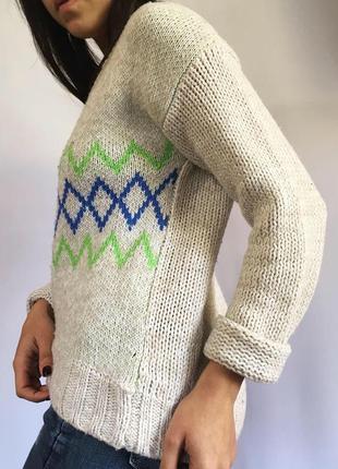 Вязанный свитер с орнаментом