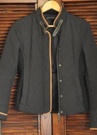 Стильная демисезонная куртка, стеганная