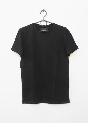 Хлопковая черная спортивная футболка