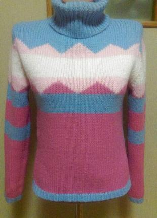 Красивый очень теплый шерстяной свитер